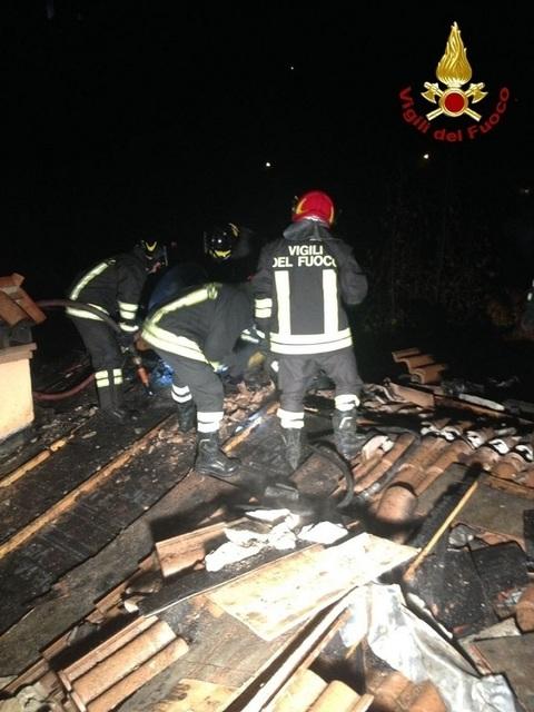 I pompieri sul tetto della casa di arcugnano il for Tetto della casa moderna