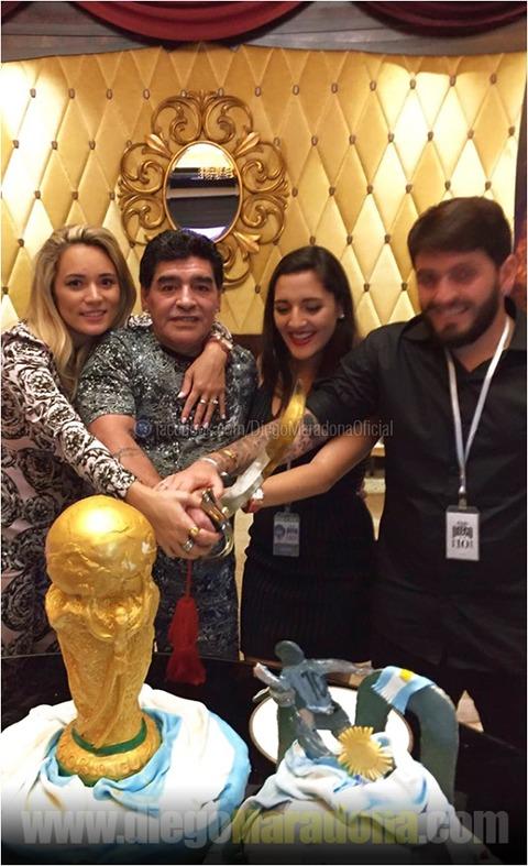Maradona festeggia il compleanno con i figli - Il ...