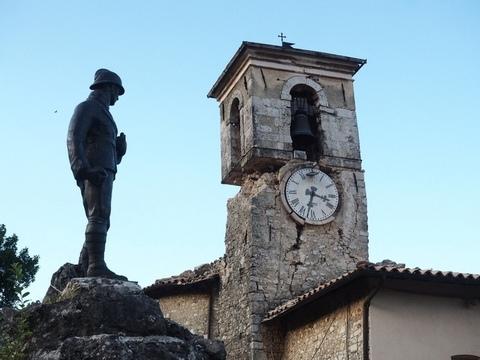 Immagine torre campanaria lesionata