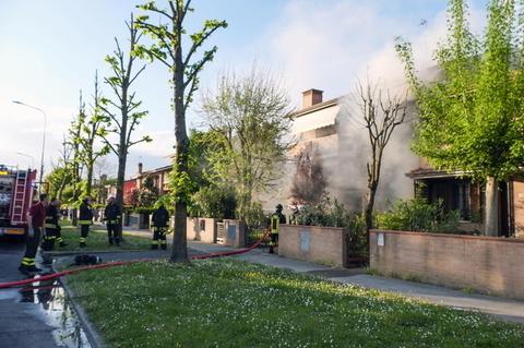 Casa a fuoco l 39 appello del proprietario rimasto ustionato - Obblighi del proprietario di casa ...
