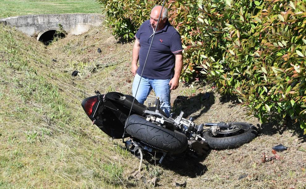 Cinto Caomaggiore, motociclista centra palo della luce - Il Gazzettino